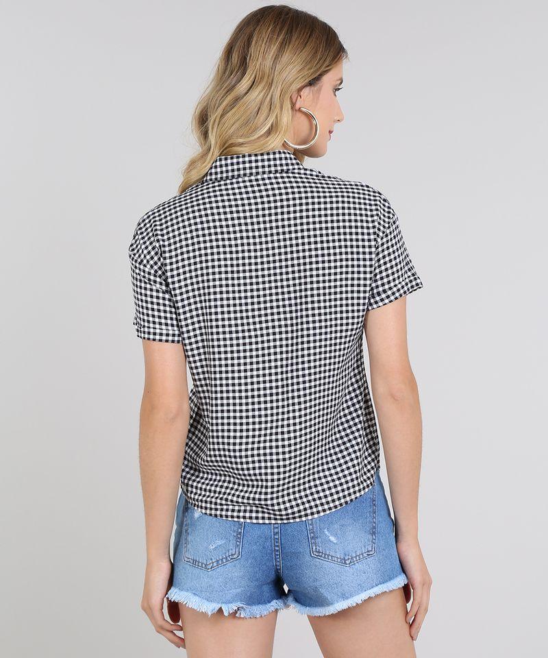 Camisa-Feminina-Estampada-Xadrez-Vichy-com-Bolso-e-Botoes-Manga-Curta-Preta-9600346-Preto_2