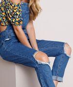 Macacao-Jeans-Feminino-Relaxed-com-Rasgos-Azul-Escuro-9834568-Azul_Escuro_4