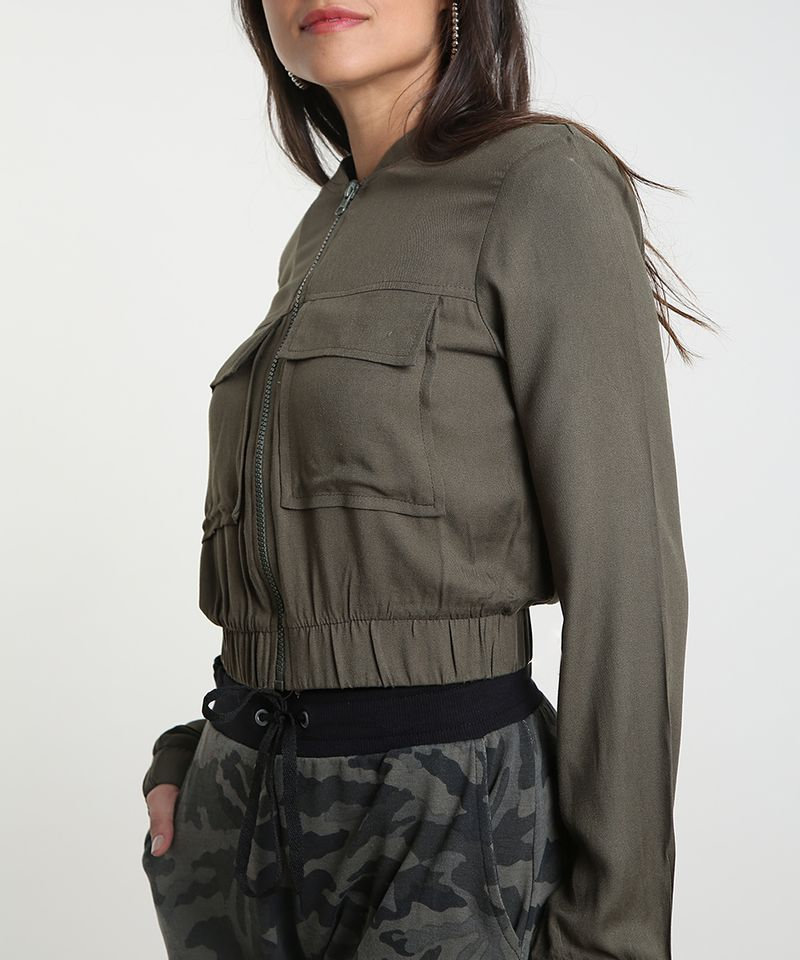 Jaqueta-Bomber-Feminina-Cropped-com-Bolsos-Verde-Militar-9394139-Verde_Militar_4