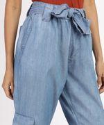 Calca-Jeans-Feminina-Cargo-Cintura-Alta-com-Faixa-para-Amarrar-Azul-Medio-9961386-Azul_Medio_4
