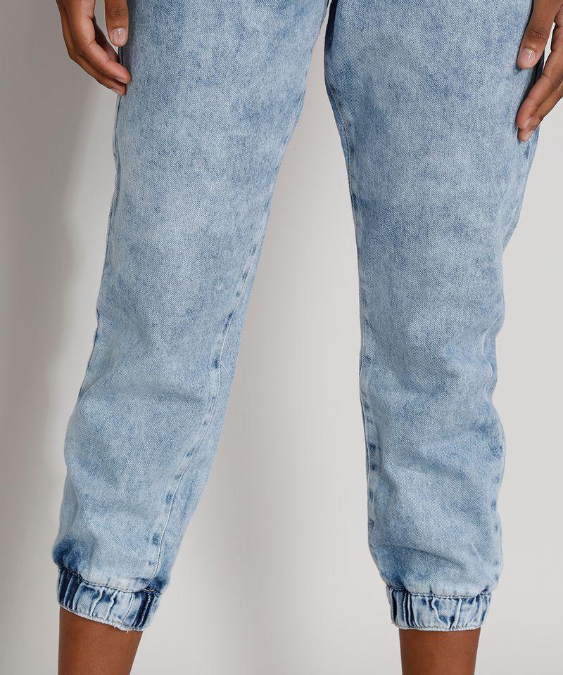 Calca-Jeans-Feminina-Cintura-Alta-Jogger-Marmorizada-com-Cinto-Azul-Claro-9982170-Azul_Claro_4