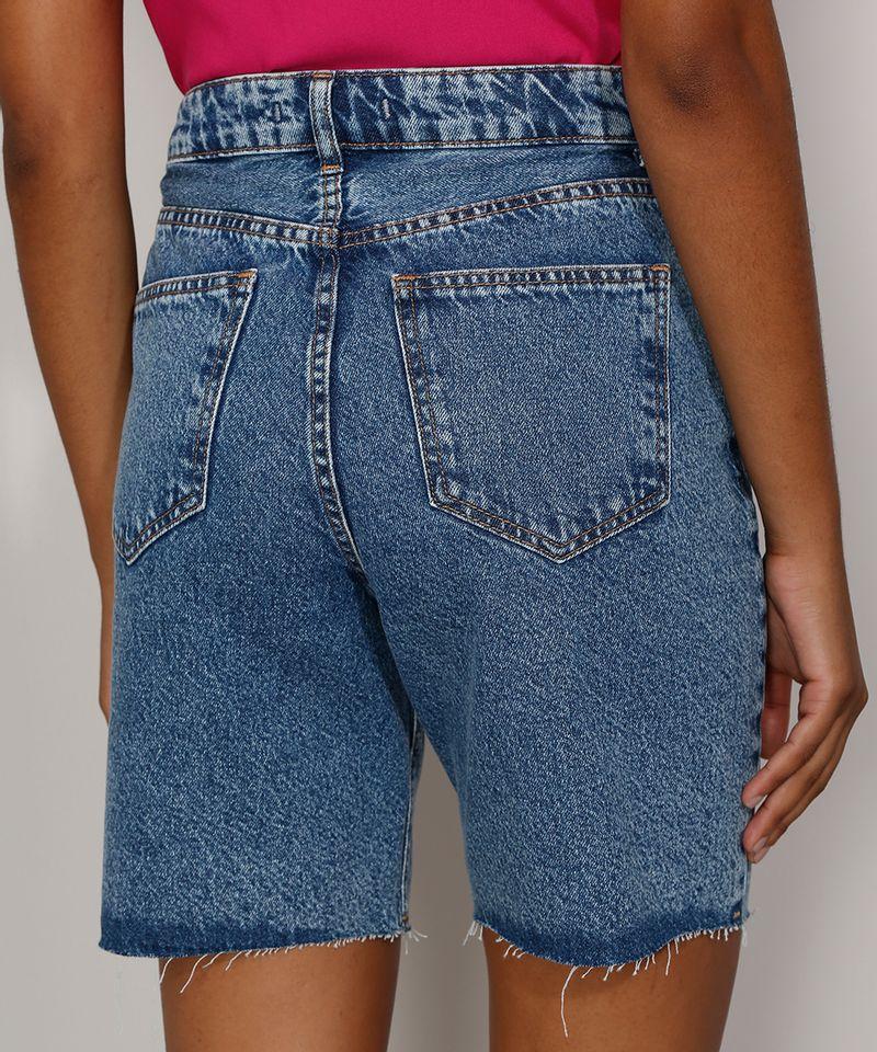 Bermuda-Jeans-Feminina-Cintura-Alta-Marmorizada-com-Rasgos-e-Barra-Destroyed-Azul-Medio-9985642-Azul_Medio_2