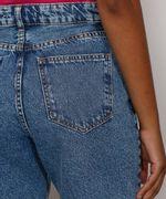Bermuda-Jeans-Feminina-Cintura-Alta-Marmorizada-com-Rasgos-e-Barra-Destroyed-Azul-Medio-9985642-Azul_Medio_5