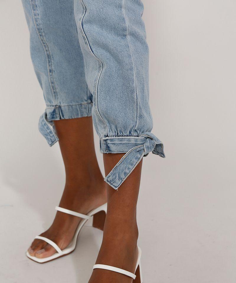 Calca-Jeans-Feminina-Jogger-Cintura-Super-Alta-com-Recortes-e-Faixa-para-Amarrar-Azul-Claro-9985957-Azul_Claro_5