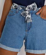 Short-Jeans-Feminino-Midi-Cintura-Alta-com-Lenco-Estampado-Azul-Claro-9982917-Azul_Claro_5