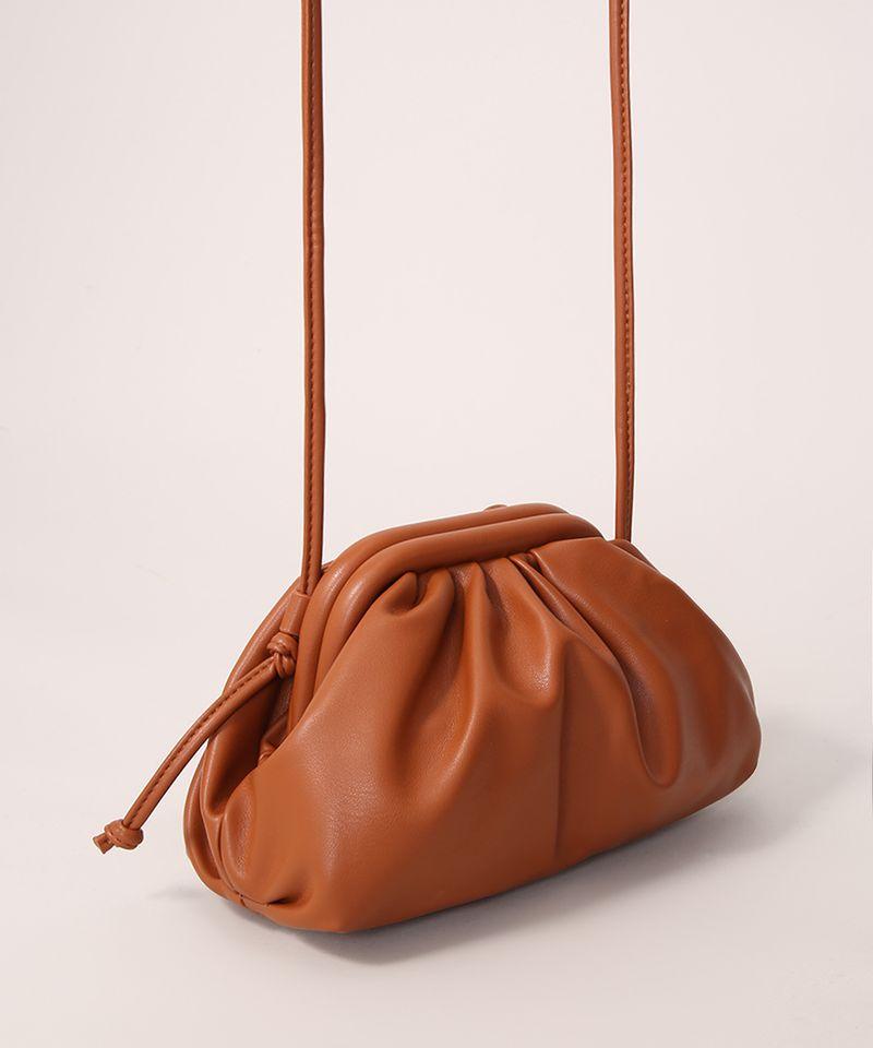 Bolsa-Clutch-Franzida-com-Alca-Transversal-Caramelo-9979904-Caramelo_2