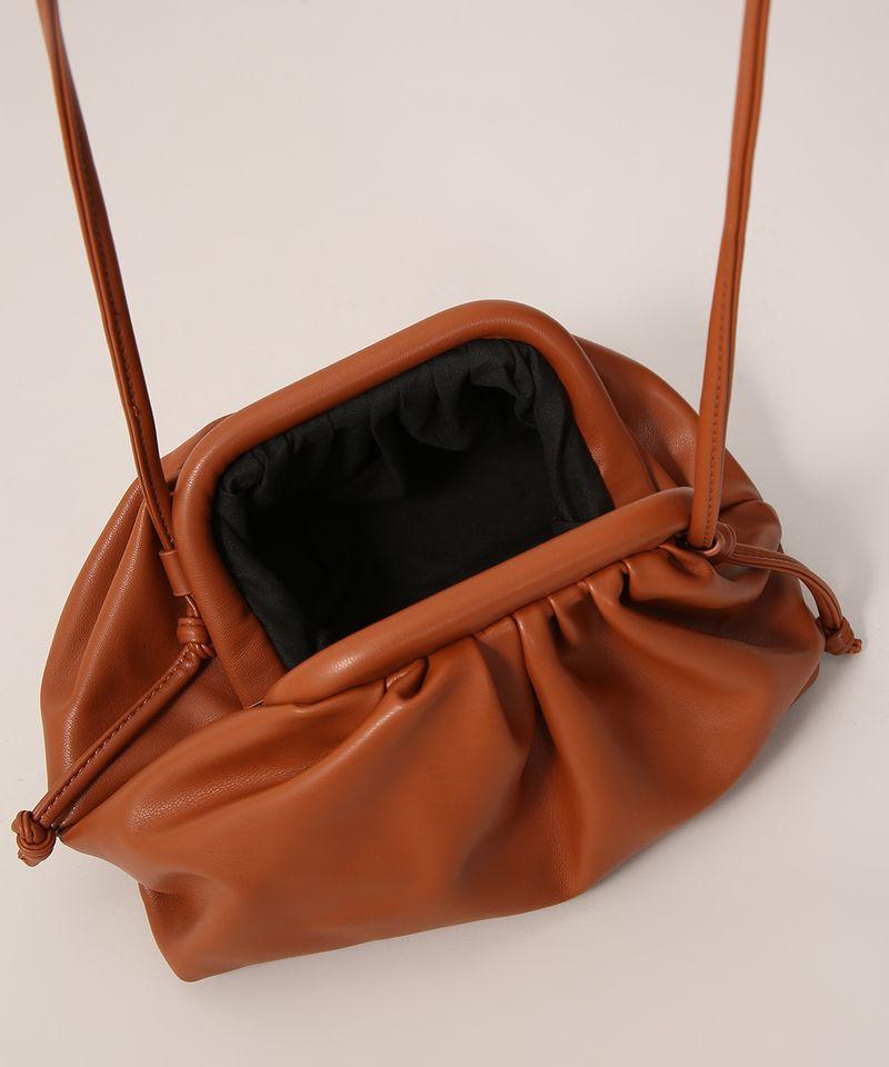 Bolsa-Clutch-Franzida-com-Alca-Transversal-Caramelo-9979904-Caramelo_4