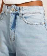 Calca-Reta-Jeans-Tal-Mae-Tal-Filha-com-Rasgos-Cintura-Super-Alta-Azul-Claro-9991737-Azul_Claro_4
