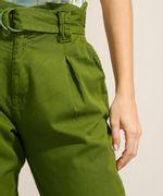Calca-Clochard-de-Sarja-com-Pregas-e-Cinto-Cintura-Super-Alta-Verde-9991280-Verde_5