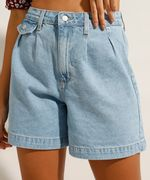 Bermuda Jeans com Pregas Azul Claro