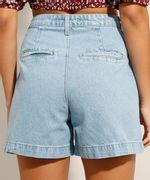 Bermuda Jeans com Pregas Azul Claro Costas