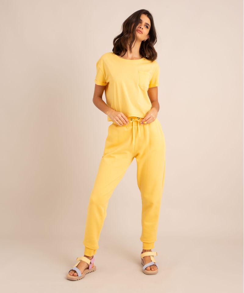 conjunto-basico-de-camiseta-cropped-com-bolso-manga-curta-decote-redondo---calca-jogger-de-moletom-cintura-media--amarelo-claro-1006882-Amarelo_Claro_3