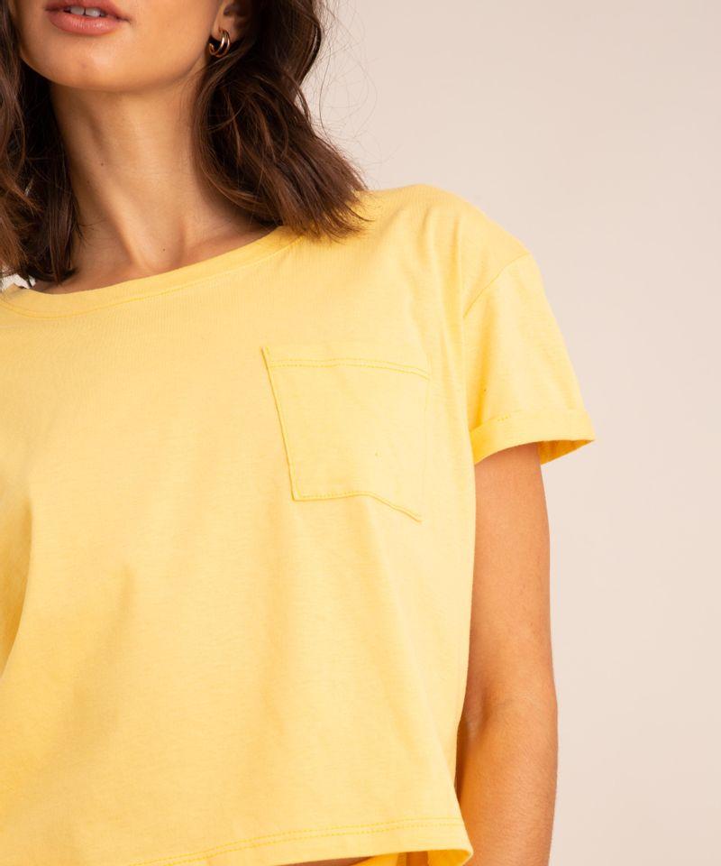 conjunto-basico-de-camiseta-cropped-com-bolso-manga-curta-decote-redondo---calca-jogger-de-moletom-cintura-media--amarelo-claro-1006882-Amarelo_Claro_4