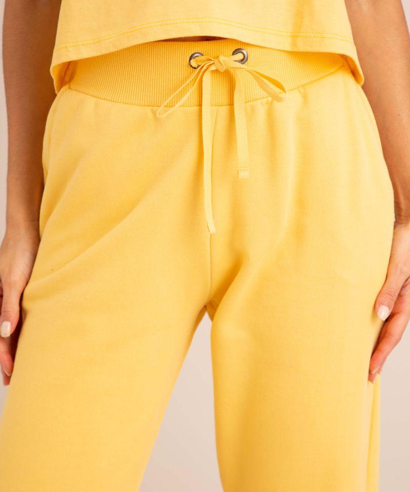 conjunto-basico-de-camiseta-cropped-com-bolso-manga-curta-decote-redondo---calca-jogger-de-moletom-cintura-media--amarelo-claro-1006882-Amarelo_Claro_5