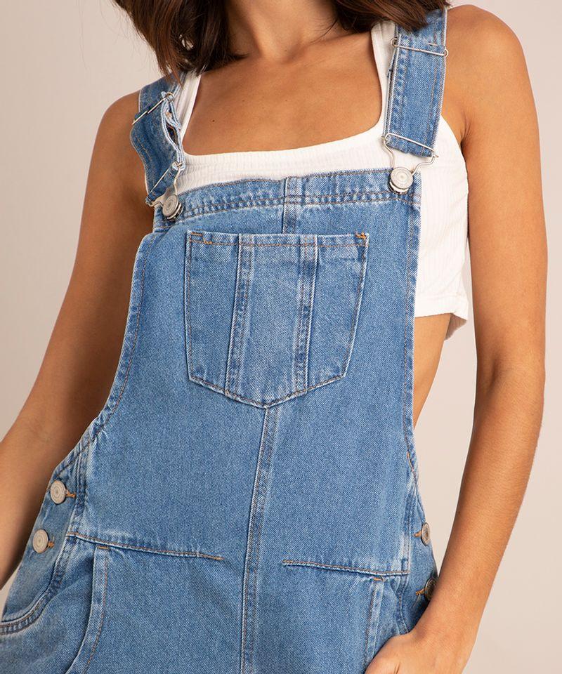 jardineira-jeans-com-bolso-e-barra-dobrada-azul-claro-1007147-Azul_Claro_4