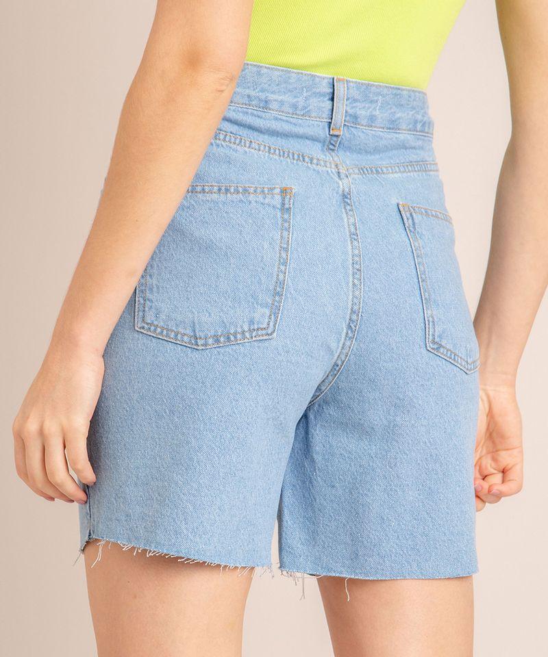 Bermuda-Jeans-com-Pregas-e-Barra-Desfiada-Cintura-Super-Alta-Azul-Claro-1006558-Azul_Claro_4