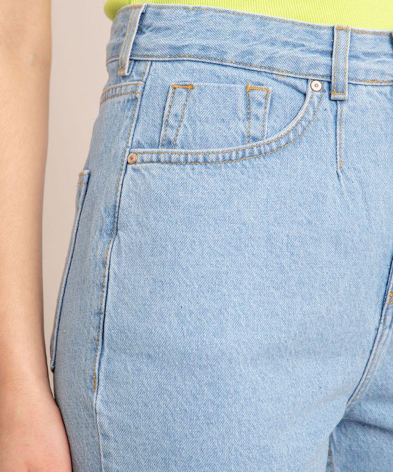 Bermuda-Jeans-com-Pregas-e-Barra-Desfiada-Cintura-Super-Alta-Azul-Claro-1006558-Azul_Claro_5