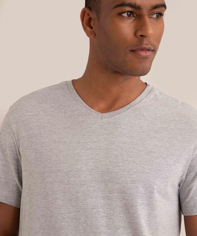 camiseta-basica-manga-curta-gola-v-cinza-mescla-9965027-Cinza_Mescla_4