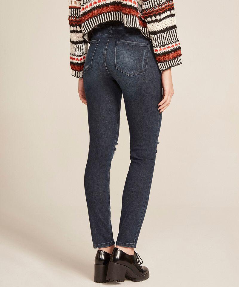 Calca-Jeans-Feminina-Cigarrete-com-Rasgos-Azul-Escuro-8633583-Azul_Escuro_2